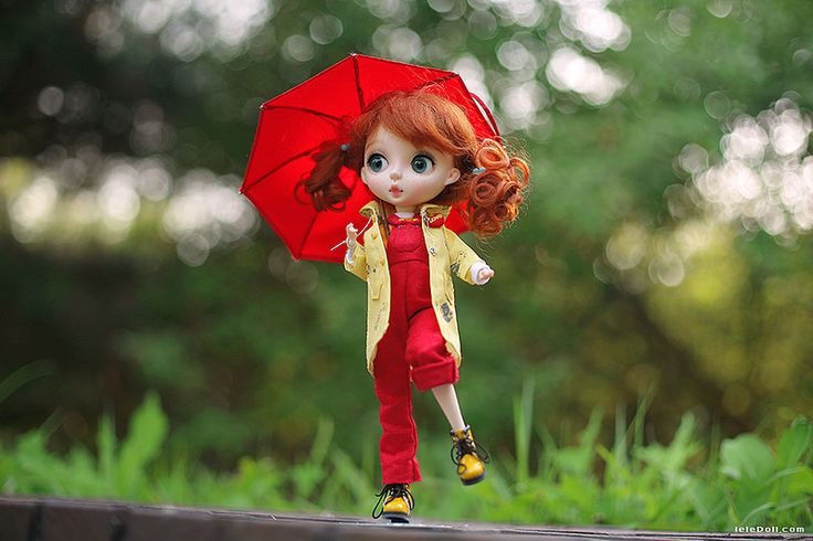 UKU,LELE in a Raincoat
