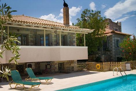 Tria Luxury Apartments, Stoupa, Messinia, Greece http://www.tria-apartments.com/