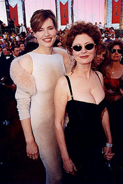Geena Davis and Susan Sarandon at the 1998 Academy Awards <3