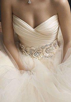 sparkling-wedding-dress-belt -- Love the flowers!
