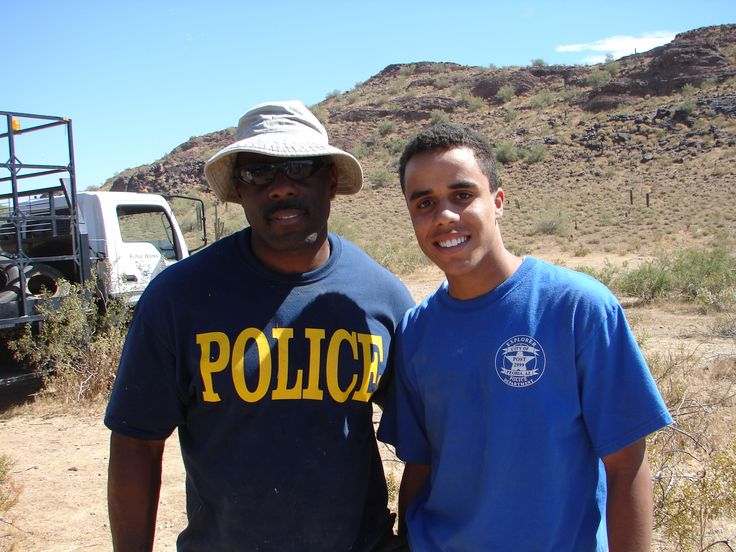 Interested in community service?  Join the police department. Find more information at http://www.peoriaaz.gov/NewSecondary.aspx?id=13891
