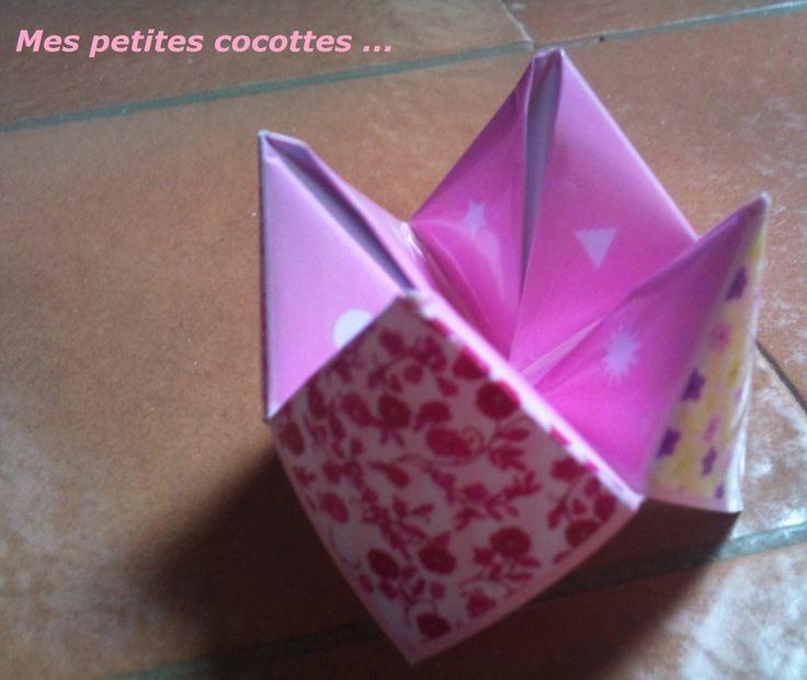 Des cocottes en papier avec des petits gages à faire tout au long de la soirée pour rapprocher les invités.