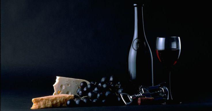 Diferentes estilos de poemas rimados. A poesia e a rima estão tão associadas quanto o vinho e o queijo. E, assim como acontece com vinhos e queijos, existem muitas variedades de poesias rimadas. Essas incluem as formas tradicionais, como sonetos, estrofes, oitavas e cantos, assim como as formas mais modernas, como as novelinee (estrofes de nove linhas) e as decuain (estrofes de dez ...