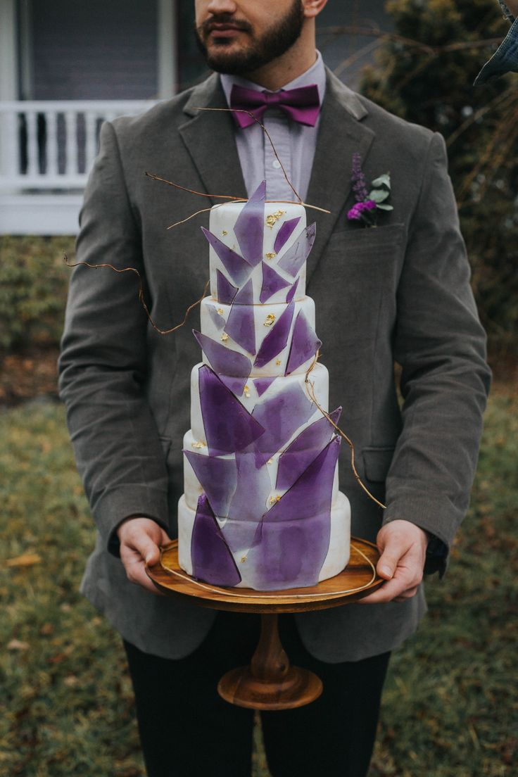 Geode styled wedding cake by Sweet Rhi in Charlestion, NC. http://sweetrhi.com #geodewedding #amethyst #styledwedding #geodecake