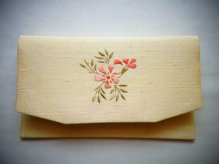 侍Art:伝統工芸 ― 日本刺繍作家 齋藤 明、懐紙入れ(桃色花)