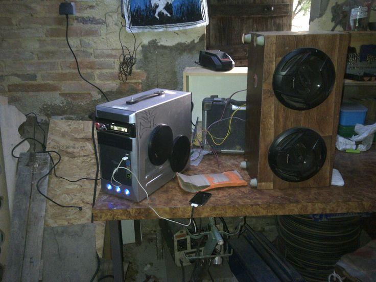 Autoradio + ordinateur + HP = La tour à musique !...