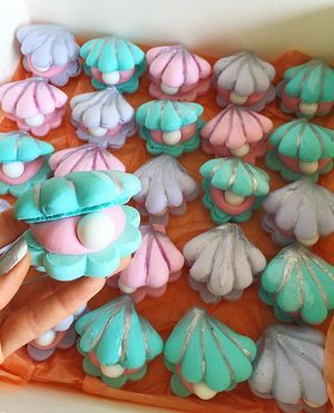 Shhh...They're sleeping  Meringue clam shells filled with strawberry ganache & a chocolate pearl ⚪️