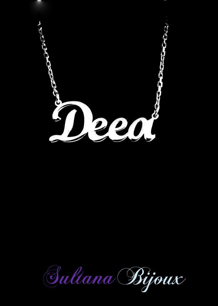 Colier din argint 925 personalizat cu numele Deea. Realizam la comanda cu numele ales de d-voastra. Lungime lant: 40 - 45 cm Lantisor reglabil Numele se scrie cu litere caligrafice (scris de mana) *La orice colier care depaseste 7 caractere se taxeaza 5 lei / litera.