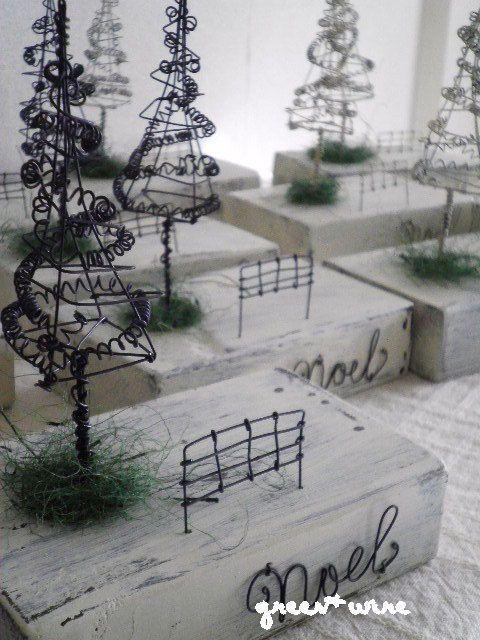 クリスマスツリーの木の下で ~ 2012Noelの画像:green + wire