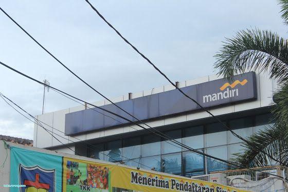 Bank Mandiri merupakan salah satu Bank yang memiliki mesin ATM yang terbanyak di Indonesia. Di Kota Serang sendiri terdapat puluhan mesin AT...