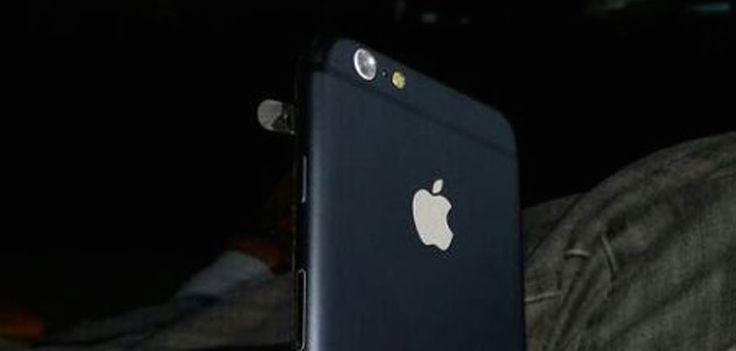 """Zeigt dieses Bild das finale iPhone 6 Design? - http://apfeleimer.de/2014/05/zeigt-dieses-bild-das-finale-iphone-6-design -                 Erst gestern haben wir Euch Bilder eines iPhone 6 Dummy gezeigt, der vermutlich aus den Hersteller-Reihen von iPhone Hüllen kommt. Da bei einigen sicherlich die Vorstellung eines """"echten iPhones"""" bei diesem matten, einfarbigen Dummy schwergefallen sein dürfte nimmt s..."""