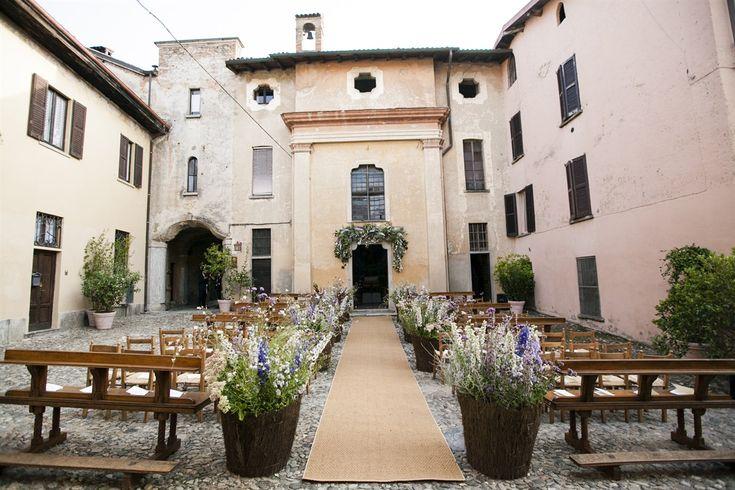 Virginia Orsi e Giacomo Pezzotta si sono sposati in un calda giornata di settembre, nel giardino privato della casa di famiglia di Virginia. Scenogr
