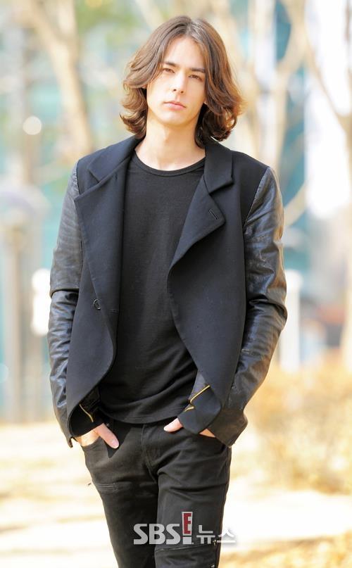 Lee Hyun Jae (이현재) - SBS Photo interview. #KDrama #KPop #LeeHyunJae