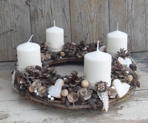 Karácsonyi délután a Grófnőnél - Adventi koszorú, Otthon, lakberendezés, Dekoráció, Ünnepi dekoráció, Fűzvesszőből készítettem koszorú alapot, amit gazdagon díszítettem gyűjtögetett rózsa tob..., Meska
