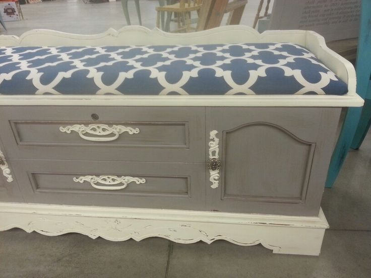 Refinished Lane Cedar Chest. Cream, Gray, Dark Glaze And Waxed. Hardware  Painted