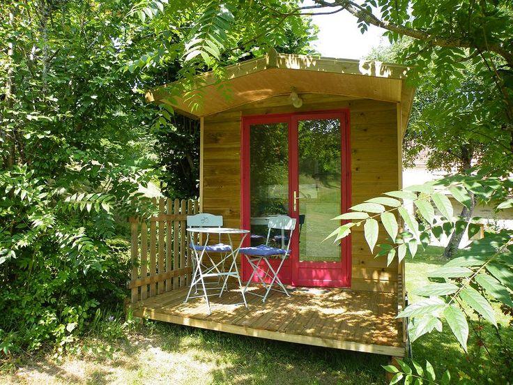 Roulotte en Dordogne Mobil-homes, Chalets, roulottes et gites de charme avec piscine, locations Vacances vallée de la Dordogne Perigord Noir, entre Sarlat et Bergerac