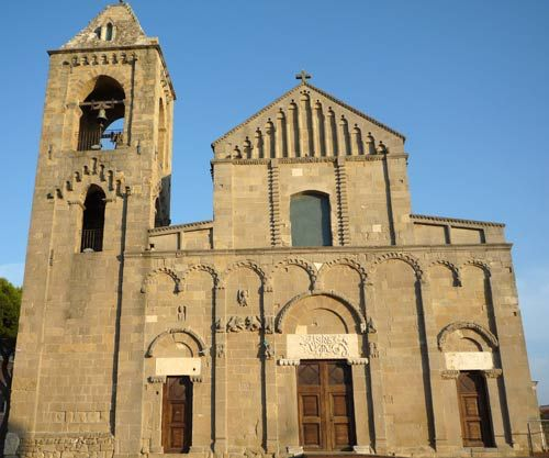 Image from http://f.tqn.com/y/goitaly/1/S/w/C/-/-/sardinia_church.jpg.