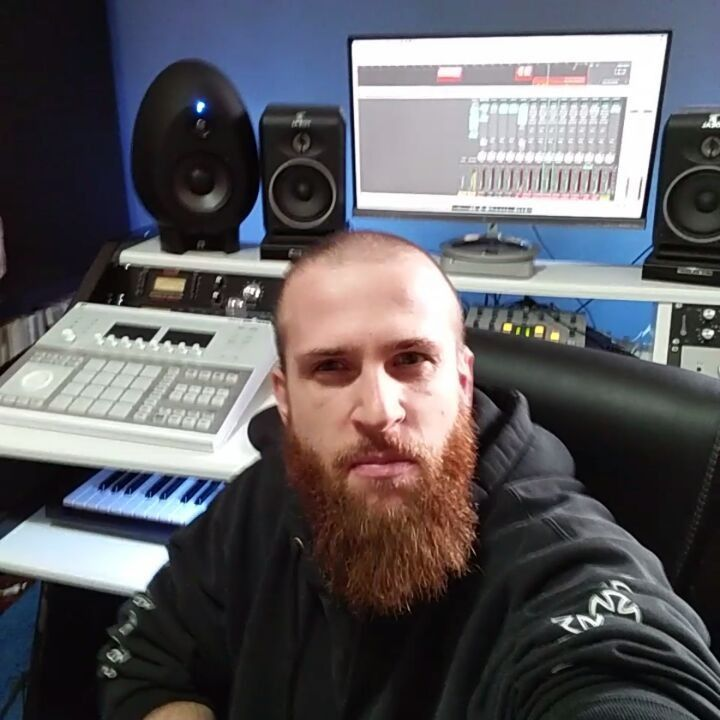 Damn these italian rappers know how to rhyme bro!   Mixing for an other client.. . . I've been producing mixing and Mastering Hip Hop for a decade and sold thousands of Beats worldwide.  . . Get my Pro Quality Beats now by clicking Link in Bio .  Email me now at beatzunami@gmail.com for Custom Beats & Mixing and Mastering services