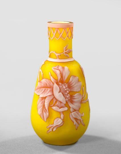 960: Thomas Webb and Sons, Stourbridge, Glass Vase : Lot 960
