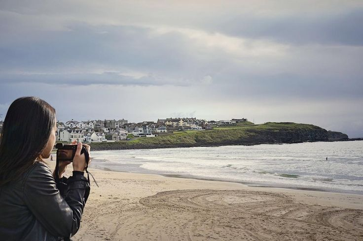 There are magnificent beaches all over Ireland but unfortunately it never gets warm enough to enjoy them. At least not for me. I need the water to be a minimum of 22°C (72°F). So for now, I will stick to photographing the beautiful coastline and enjoying it from far. 🤷🏼♀️