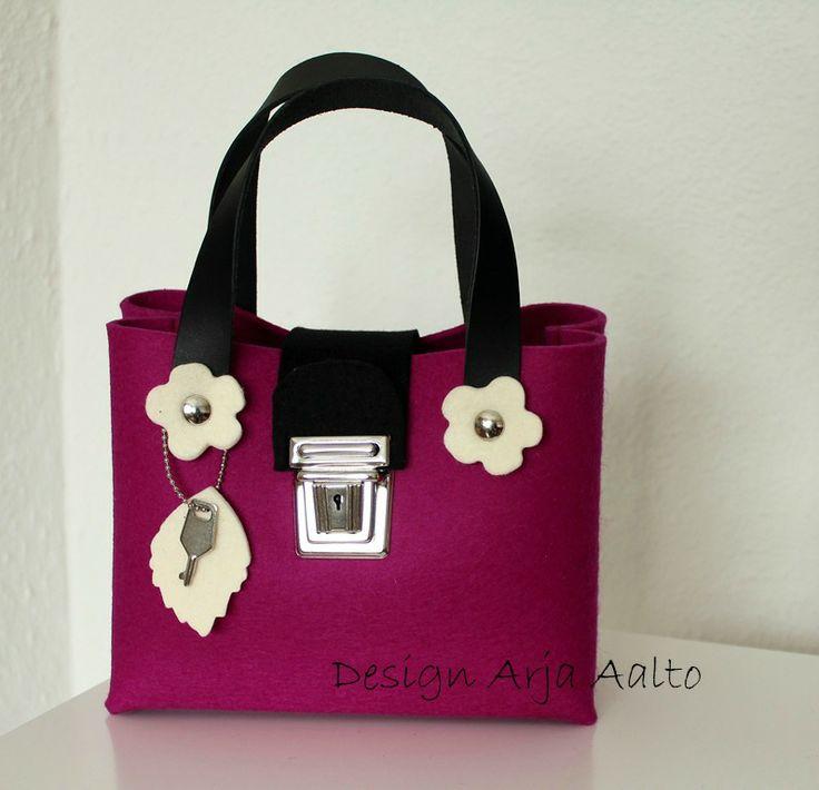 Flower purse. 100% wool felt. Dark pink.