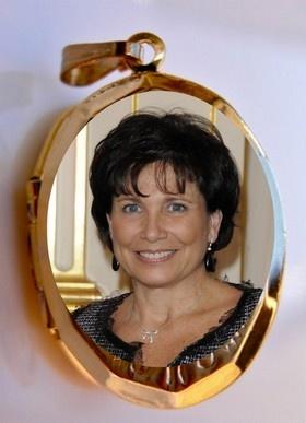 CANCER   SAM 8 JUIN 2013.         ANNE SAINCLAIR - Née le 15 Juillet 1948 à New York aux États-Unis..  La Lune, votre Maître se trouve ce jour dans votre Mais XII,  2ème  décan et forme la Nouvelle Lune