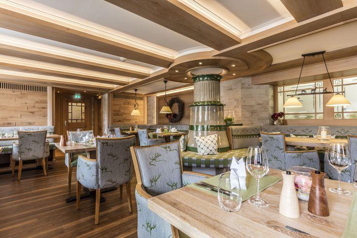 Eleganter Restaurantausbau Im Zeitlosen Landhausstil Im Hotel Das Rossle In Bernau Im Schwarzwald Hoteleinrichtung Hotel Landhausstil