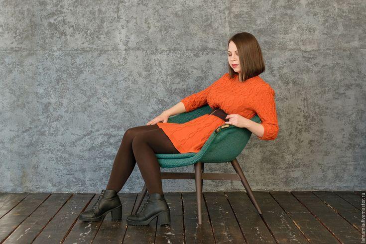 Купить или заказать Солнечное рыжее вязаное платье в интернет-магазине на Ярмарке Мастеров. Тёплое вязаное платье, которое можно носить каждый день. Можно добавить широкий пояс и подчеркнуть фигуру. Яркий цвет добавит красок и поднимет настроение в любой самый серый и холодный день. Возможно выполнение в любом цвете и рисунке.