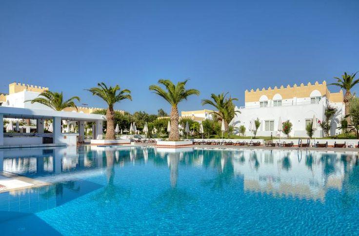 Platanista is een mooi en comfortabel hotel, gebouwd in een mix van Mediterrane en Venetiaanse stijl met veel wit en lichtgeel. Vanaf april 2013 bieden wij dit fantastische hotel exclusief aan op de Nederlandse markt! Het hotel is al jaren erg geliefd en de keuken wordt zeer gewaardeerd. 's Avonds is het heerlijk toeven buiten op het terras, of binnen in de sfeervolle lobbybar. Op slechts 200 meter afstand ligt het eigen strand. Ideaal voor een relaxte en comfortabele vakantie!