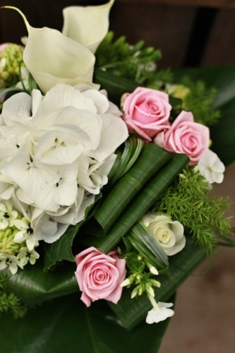 wedding bouquet,wedding flowers, white and green bridal arrangement, France, bouquet de mariée,mariage, composition fleurie, callas blancs, agapanthes, hortensias, roses Plus