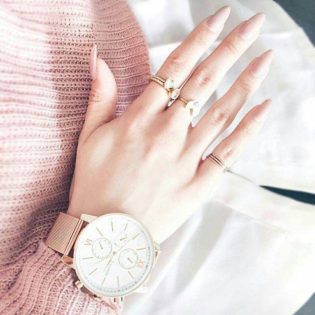 Schmuck: Trendige Armbanduhr in Roségold mit großem Ziffernblatt / jewlery: big and trendy watch in rose gold, everyday accessory made by Milky-peach via DaWanda.com