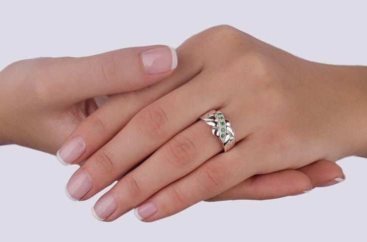 Серебряное кольцо головоломка с изумрудом от  Wickerring