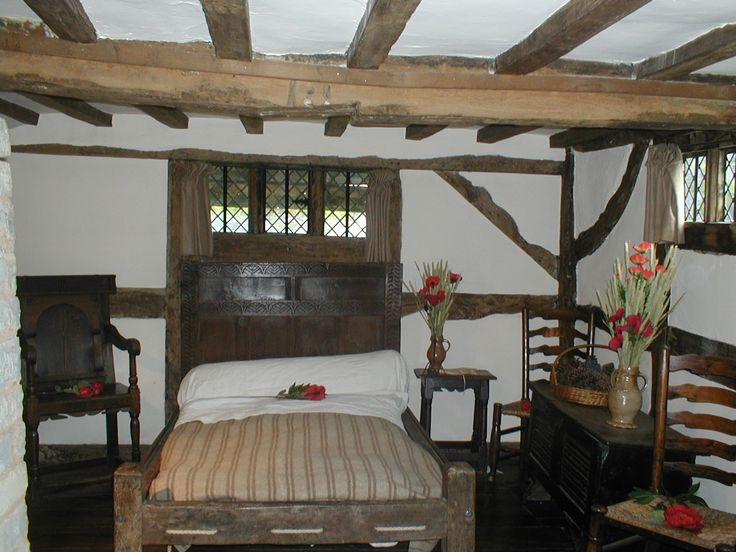 184 best fantasy taverns and inns images on pinterest for Colonial bedroom decor