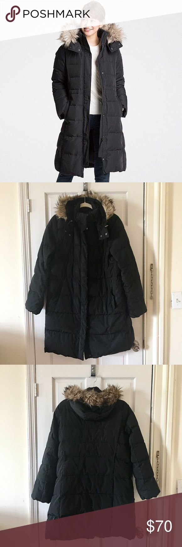 Uniqlo Warm Tech Winter Coat Stay warm this winter with his pre-loved coat from Uniqlo. In very good condition. Hood is detachable. Coat belt is missing. Feel free to make me an offer! Uniqlo Jackets & Coats Puffers
