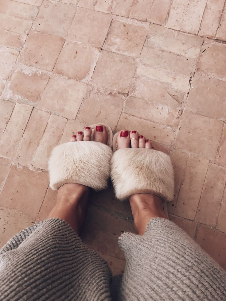 Lola goat fur slippers