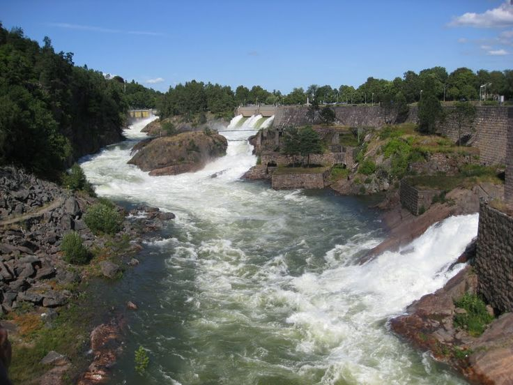 The falls in Trollhättan (water gate open only 5 minutes every day at 15.00)