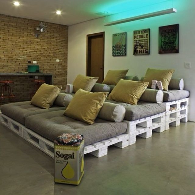 Movie Room Idea Made Out Of Pallets And Cushions