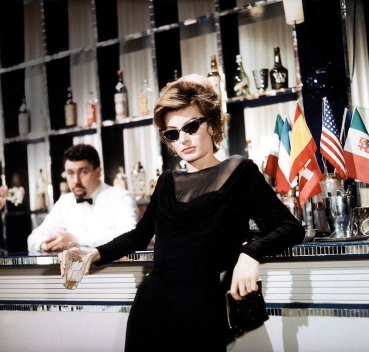 Anouk Aimée in La Dolce Vita - Is the cinema more important than life?