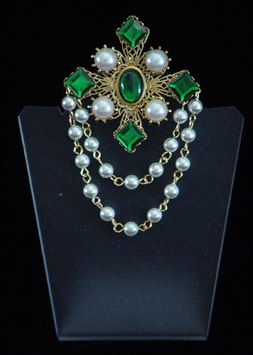 A Beautiful Broach for a Renaissance, Medieval, or it would be perfect for a Tudor Gown Costume.