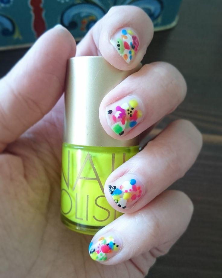 Colorful DIY nails, random pattern. #diynails #diymanicure