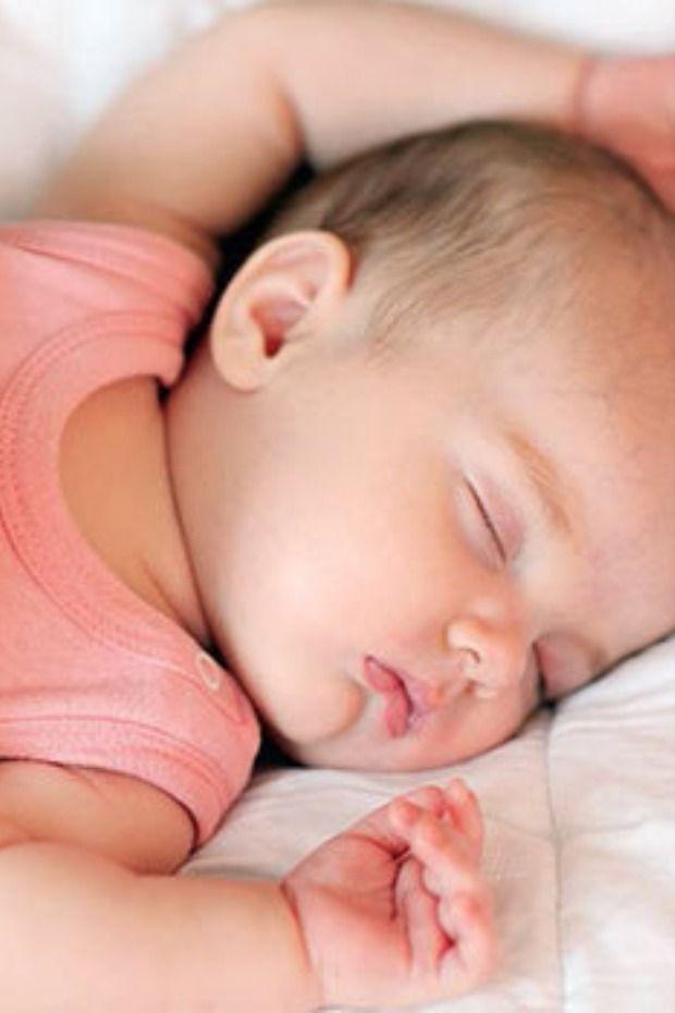 ١٠ طرق سحرية تساعد على تنويم الأطفال الرضع سريعا Baby Cute Babies Baby Nursery