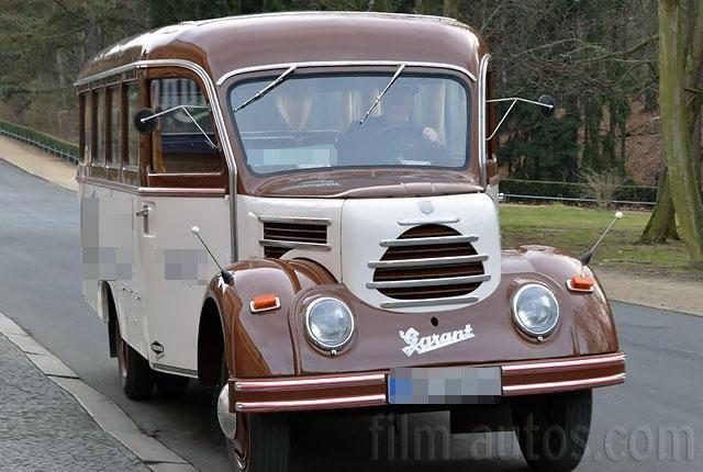 Sie suchen einen Bus der 1950er Jahre aus DDR für Film, Foto oder Events? Mieten Sie diesen Oldtimer von Robur in Sachsen und bundesweit. 9702