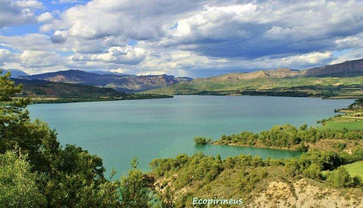 Completant la ruta de Tremp a Aramunt trobarem la calma i la tranquil·litat de les cales més verges del llac de Sant Antoni. Foto d'Ecopirineus.