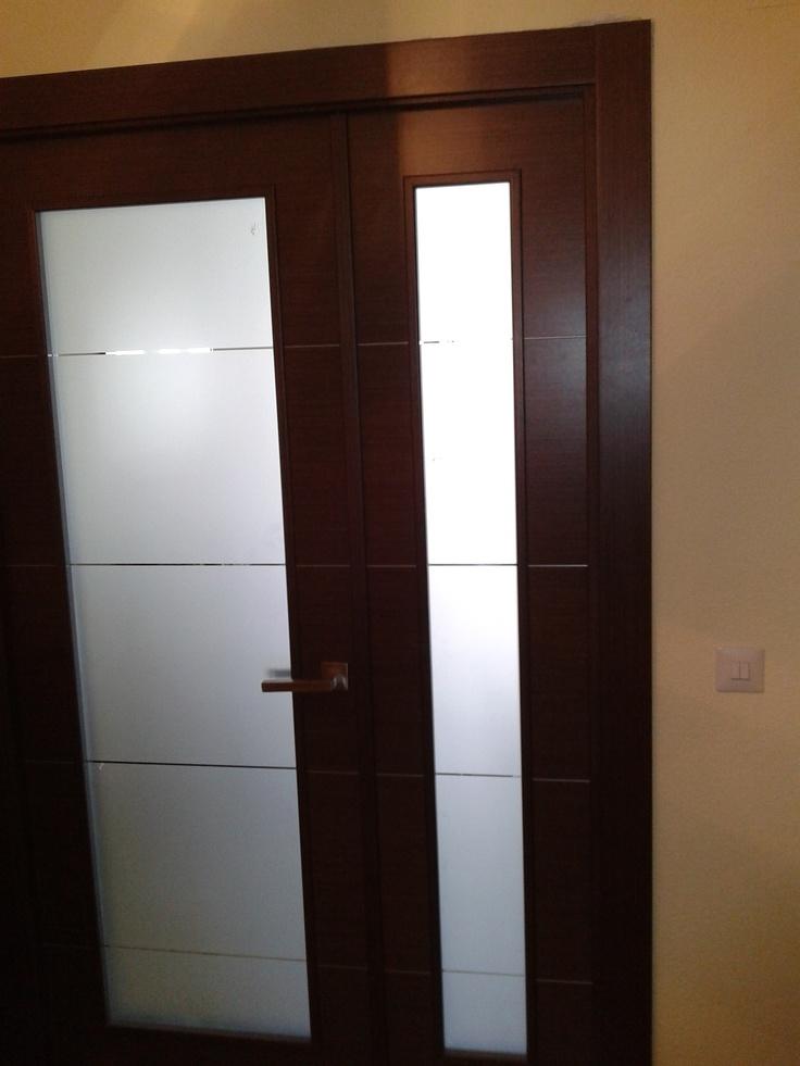 Cm 16va1 wengu detalle cristal decorado doble con hoja for Puertas de madera interiores baratas