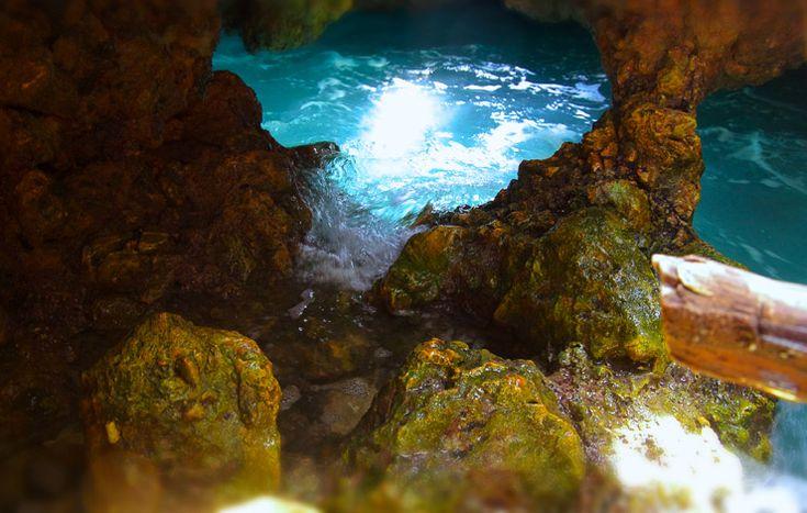 プエルトガレラの海の洞窟