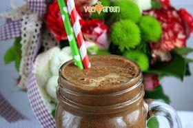 Witaminowy, zdrowy koktajl czekoladowy dla czekoladoholików