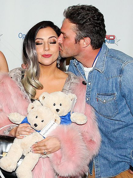Star Tracks: Monday, March 16, 2015 | KISS ME | Lady Gaga gets a kiss from fiancé Taylor Kinney at Operation Smile's 4th Annual Celebrity Ski & Smile Challenge VIP Dinner in Park City, Utah, on Saturday.