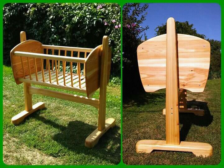Cradle, larch made by: Zoltan Feher