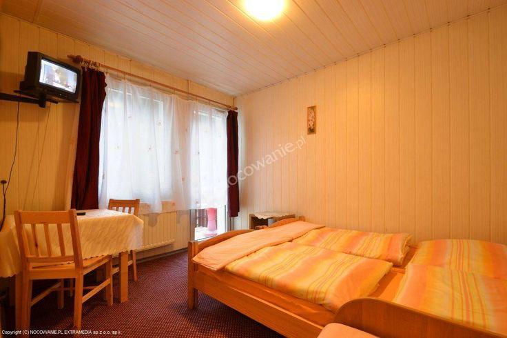 """Pokoje gościnne """"U Justyny"""" usytuowane w stylowej willi z początku XX wieku położonej blisko Karpacza. Szczegóły oferty: http://www.nocowanie.pl/noclegi/karpacz/kwatery_i_pokoje/1960/ #travel"""