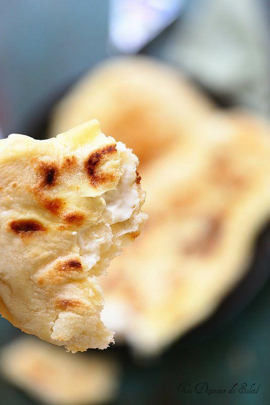 La recette des cheese naans, un délice expliqué pas à pas.